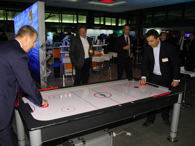 Eishockey Speed Radar + Airhockey (Winter Challenge Package) mieten